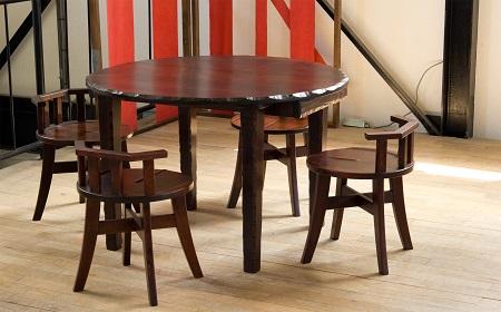 テーブルとイス?