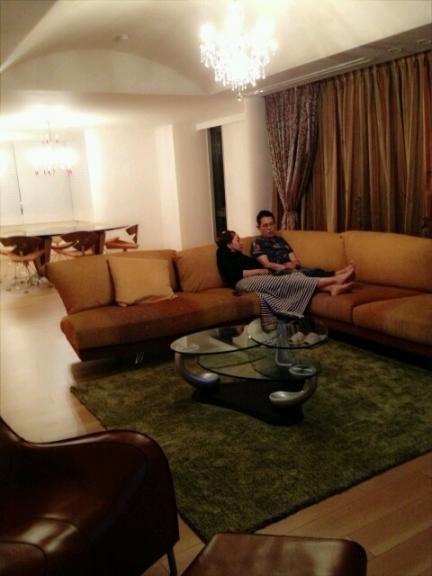 加藤茶 リビング ミッソーニのソファー
