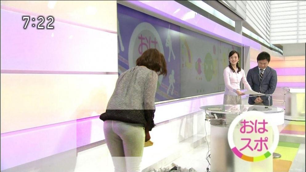NHKの杉浦友紀アナの服装