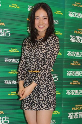 紗綾、紗綾カレンダー2014の発売記念イベント