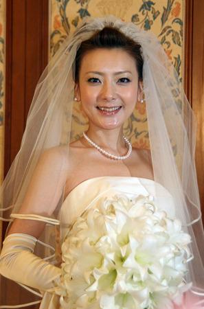 ウエディングドレスの西川史子
