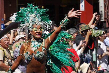 01-31st-asakusa-samba-carnival-thomas-gittel-2012.jpeg