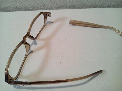 20130810用・割れたメガネ