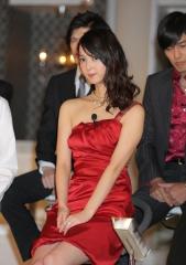 佐々木希キャバ嬢谷間ドレス画像6