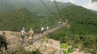 谷瀬の釣り橋