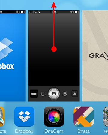 iOS 7 では、画面のサムネイルを上にスワイプ