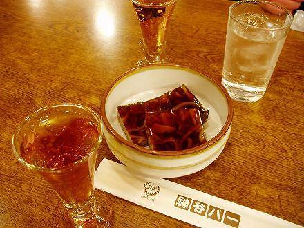 5神谷バー(煮こごりと電気ブラン)