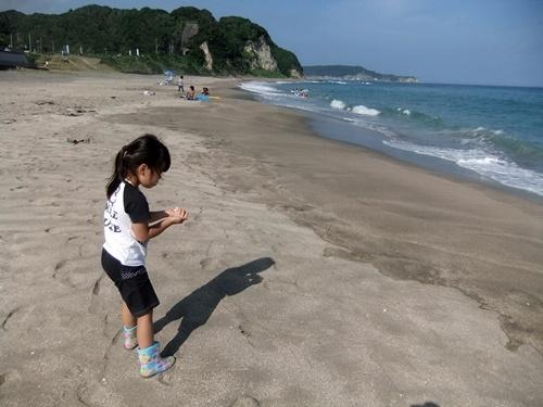 2013.8.19 九十九里の海(孫) 019