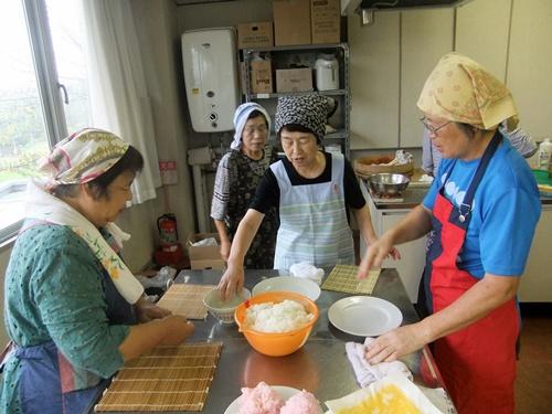 2013.9.25太巻き寿司料理教室 (鎌足公民館) 044 (3)