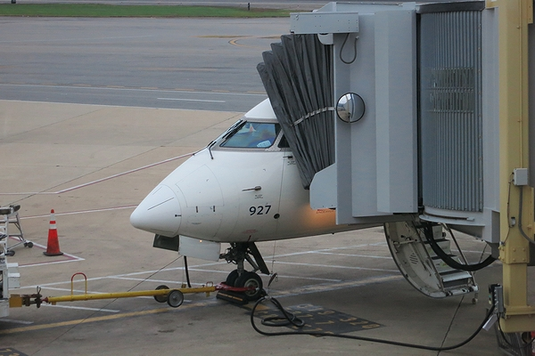 2013OCT-CRJ900-01.jpg