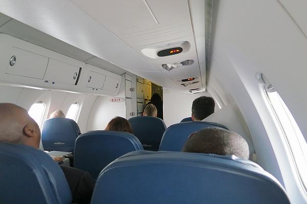 2013OCT-CRJ900-04.jpg