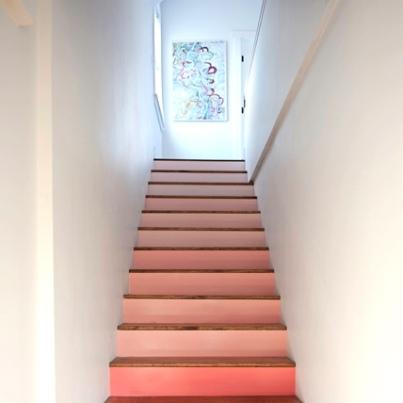 4ビジネスホテルの階段の絵
