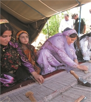 イラン遊牧民からの贈物ギャッベ