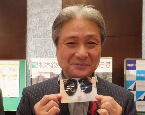 福田知事 猫ジャンヌ入魂写真でご挨拶500