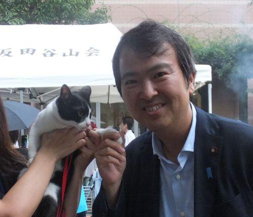 石原外務大臣政務官と握手500