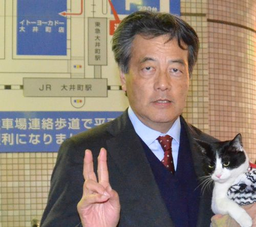 岡田先生 Vサイン