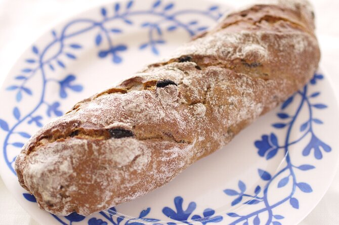 イチジクと木の実のライ麦パン
