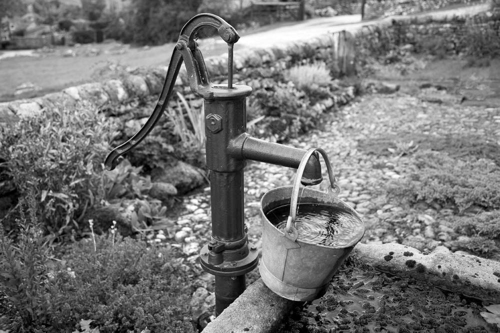 ●モノSFポンプパブリックドメインピクチャーズより1old-water-pump-11288192674WWEP