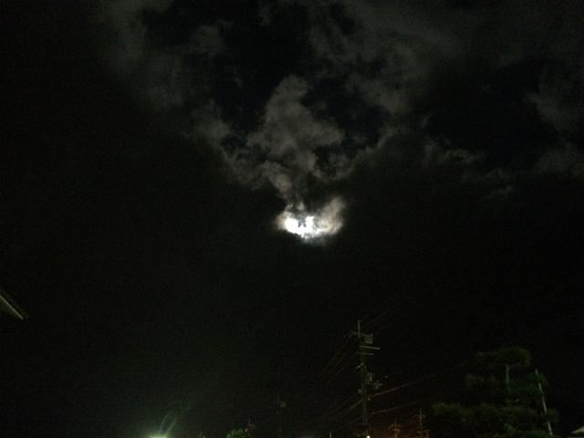 雲の隠れた夜の月R