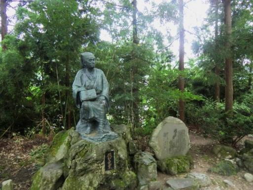 俳聖芭蕉の像