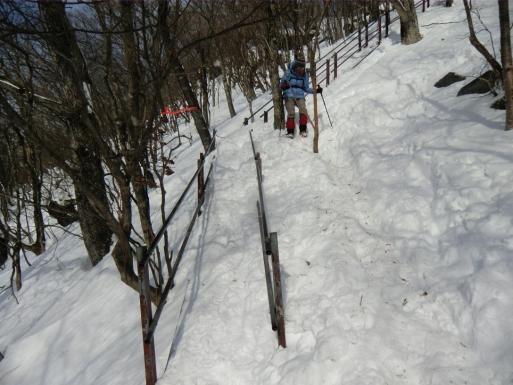 上の鉄階段