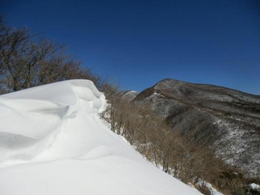 雪庇と荒山・地蔵岳
