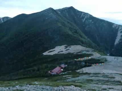 常念小屋とテント場