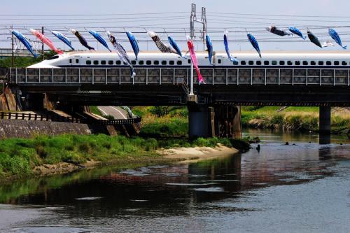 新幹線と鯉のぼり_convert_20130505215929