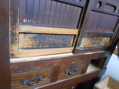 長年、使われた宮大工さんの水屋箪笥