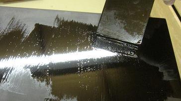 黒漆で下塗り