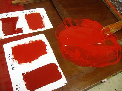 朱の顔料と漆を混ぜて朱漆を作る