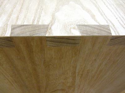 桐たんすの天板と胴板を通し蟻組で組む
