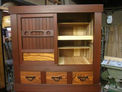水屋箪笥、上側、可動式棚の様子