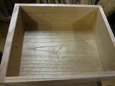 桐たんすの引き出しの底板