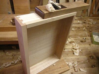 桜の書斎机、引き出し、側板をあわせる。