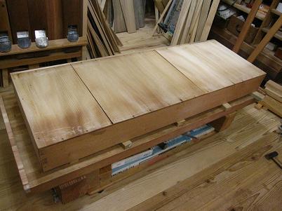桐たんす、引き出し底板の接ぎ切れ