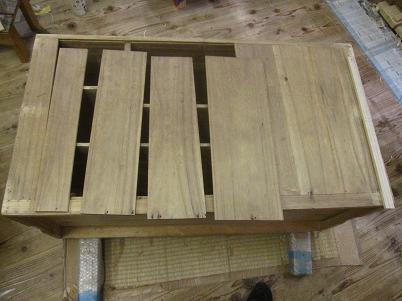 桐たんす再生、裏板、木の縮による接ぎ切れ