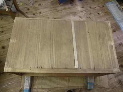 桐たんす再生、裏板修理、縮んだ木の分を新しく足して接ぎ切れを修復
