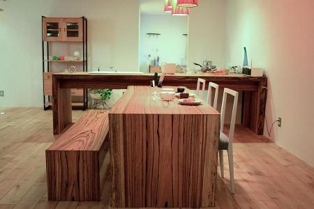 ゼブラウッドのダイニングテーブルセット