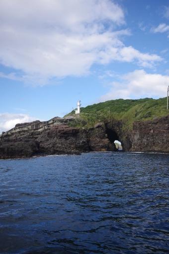 加賀の潜戸の西の入り口