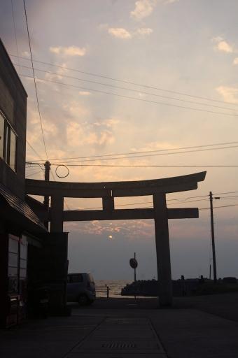 日の沈む日沈宮