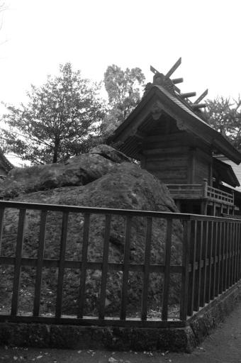 多倍神社の巨石