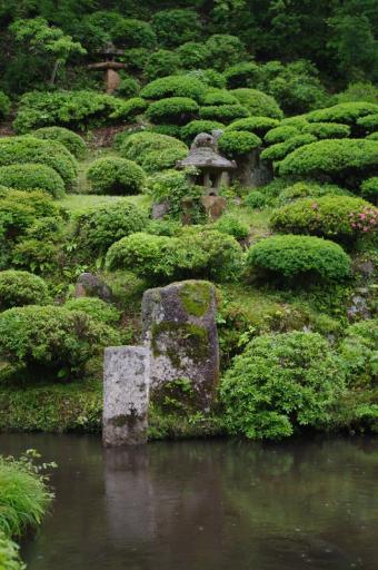 いわゆる出雲流庭園のT字形石組み