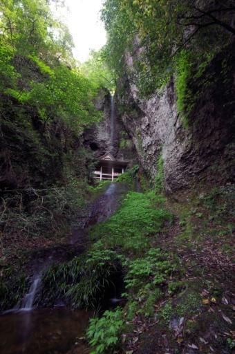 浮浪の滝と蔵王堂