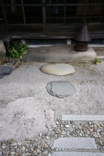 櫻井家の延段と小さな飛石