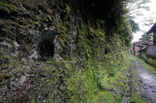 西念寺裏の駒繋ぎ岩