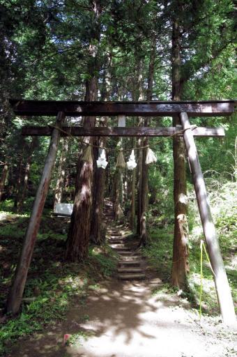 須賀神社奥宮の鳥居