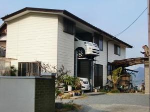 変わった駐車場のある家