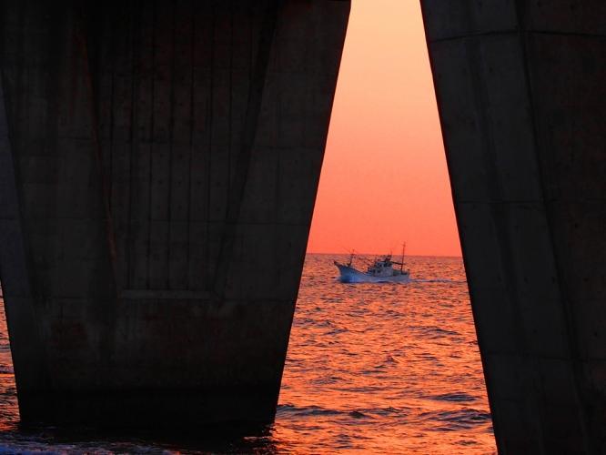 漁から帰る船