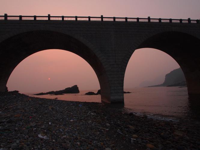 アーチから 夕陽